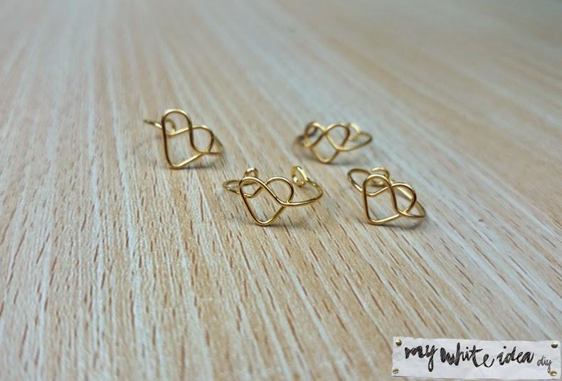 Anillos artesanales de alambre con forma de corazón