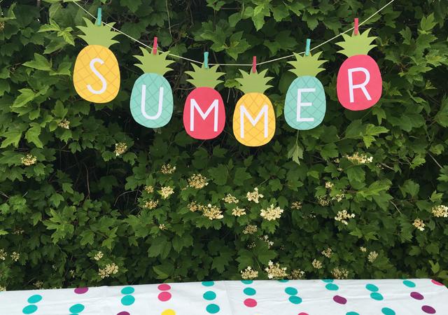 Piñas de cartulina para tu decoración de cumpleaños de verano