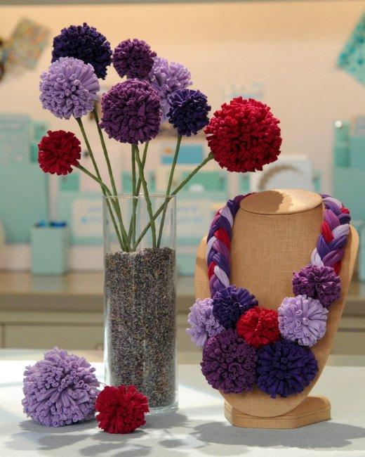 pompones para decorar un jarron