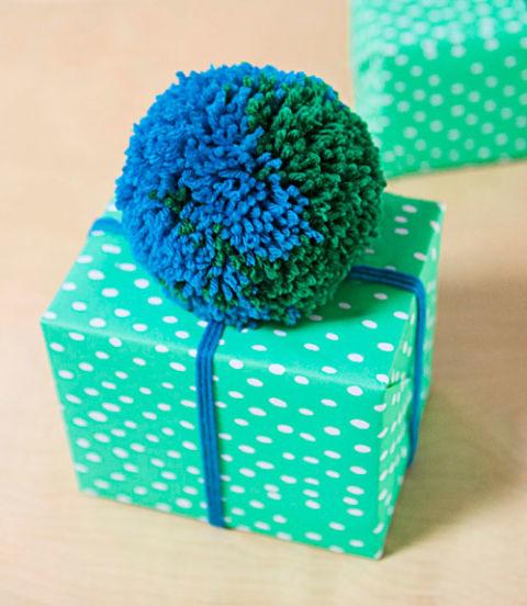 pompones para envolver regalos