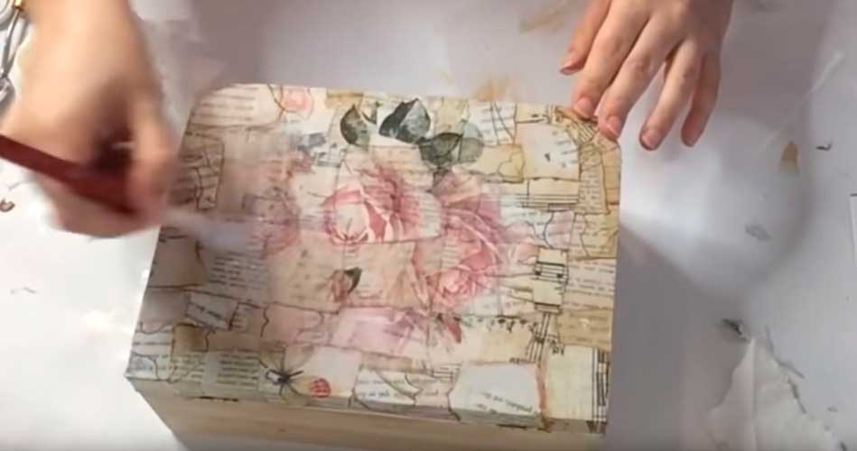 Decorar una maleta vintage de madera