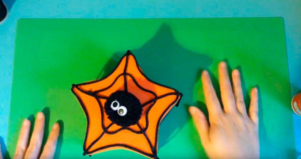 Caja custodiada por una araña - DIY infantil